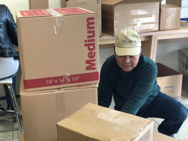 https://vietshipping.us/wp-content/uploads/2020/08/dong-hang-fedex-640x480.jpg